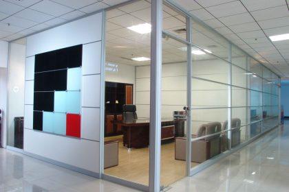 şeffaf cam bölme duvar çağrı inşaat ofis bölmesi
